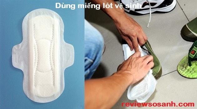 Dùng miếng vệ sinh phụ nữ để lót giày