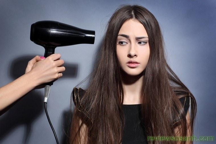 Hạn chế sử dụng máy sấy tóc để tránh gây hư tổn cho tóc