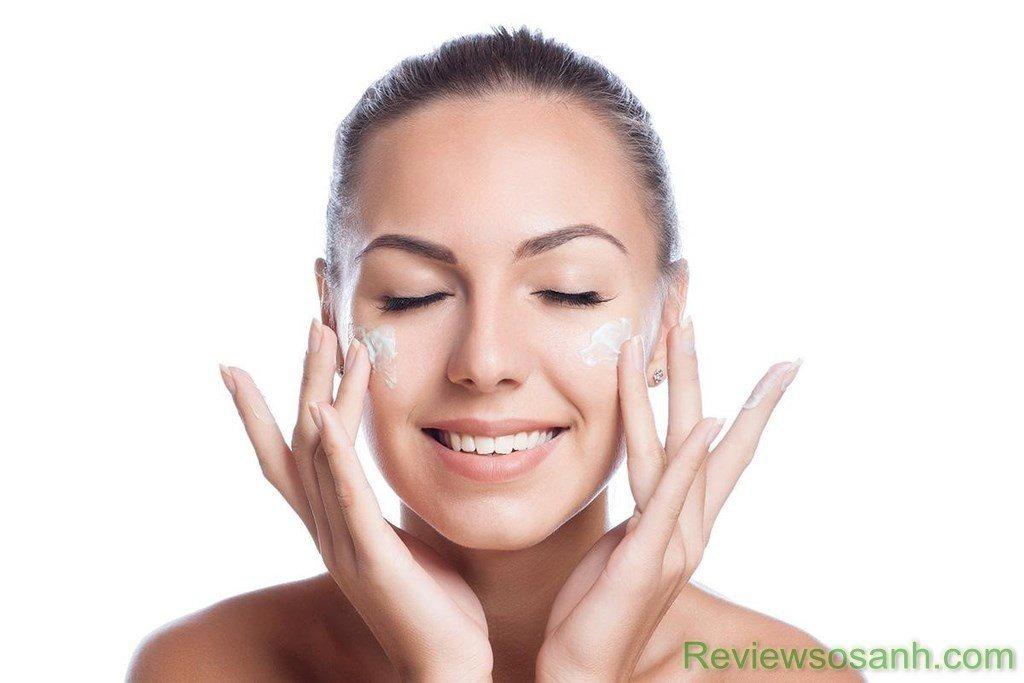 Kết hợp massage với kem dưỡng