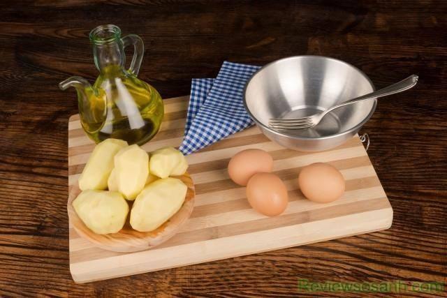Một bí quyết trị nếp nhăn dưới mắt cực hay từ khoai tây và lòng trắng trứng