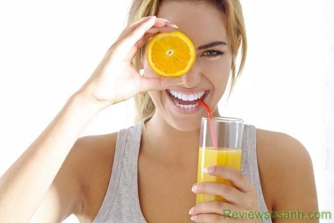 Tăng cường uống nước ép trái cây sẽ làm cho làn da của bạn được đẹp hơn