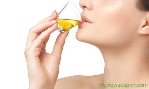 Uống collagen dạng nước giúp cơ thể hấp thụ nhanh dưỡng chất